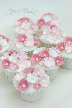 - Flower Cupcake - Easy to do and effective. Would make make flowers from flower paste, and add pearls. Baby Girl Cupcakes, Easter Cupcakes, Baby Shower Cupcakes, Christmas Cupcakes, Shower Cakes, Christening Cupcakes Girl, Fondant Cupcakes, Mocha Cupcakes, Cupcake Cookies