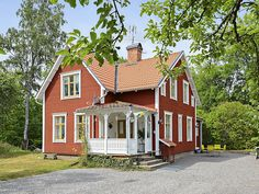 Bildresultat för öppen farstukvist House Made, My House, Orange House, Swedish House, House Extensions, Scandinavian Home, Cottage Homes, Interior And Exterior, The Good Place