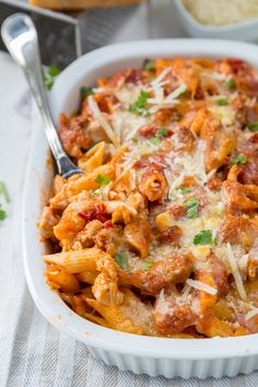 This chicken and penne parmesan casserole has loads of flavor but is low in excess fat and calories. This chicken and penne parmesan casserole has loads of flavor but is low in excess fat and calories. Low Carb Appetizers, Appetizer Recipes, Dinner Recipes, Dinner Ideas, Clean Eating Dinner, Clean Eating Recipes, Healthy Eating, Skinny Recipes, Healthy Recipes
