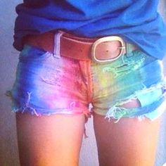 I want these!!! Maybe if i bleach the shorts, then dye them? WIth like a tye dye kit??