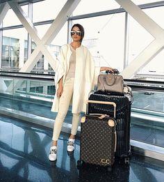 Off to Paris!!!✨ #PFW #airport Próximo destino?! (um dos lugares que mais amo!) Paris!!! #fashionweek @fhits