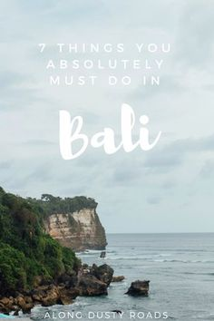 Bali is a huge tourist destination - and for good reason! From hidden beaches, ancient culture and spectacular sunsets. Here are 7 things you can't miss! Things to do in Bali Bali Travel Guide, Asia Travel, Solo Travel, Travel Tips, Destin Beach, Beach Trip, Cool Places To Visit, Places To Go, Bali Lombok
