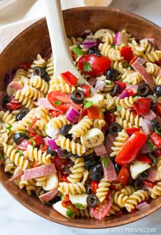 The Best Italian Pasta Salad Recipe, hands down. Your new go-to pasta salad for spring! Italian Pasta Salad One of my favorite family recipes, is a classic Italian pasta salad Lt. Dan& grandma, Mo, used Salad Recipes Healthy Lunch, Salad Recipes Video, Salad Recipes For Dinner, Pasta Recipes, Healthy Meals, Cooking Recipes, Mac Salad Recipe, Recipe Pasta, Healthy Dishes