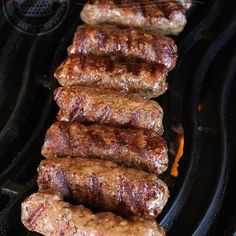 Romanian Barbecue Sausages (Mititei or Mici) (with video). Mici Recipe, Sausage Recipes, Cooking Recipes, Top Recipes, Healthy Recipes, Romania Food, My Favorite Food, Favorite Recipes, Kitchen