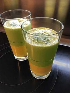 Matcha-Mango-Lassie: die eine Hälfte des zweifarbigen Getränks habe ich mit Instant Matcha-Latte gemixt. Das Pulver habe ich im Asia-Markt gefunden – mir gefällt die Kombination aus grünem Tee und frisch-fruchtigem Mango-Lassi sehr. Hier das Rezept: http://katjakocht.com/2017/03/18/matcha-mango-lassi/