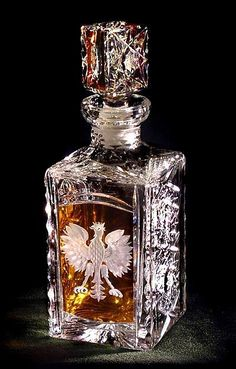 Crystal Decanters Make Wonderful Presentation Pieces! Crystal Decanter, Crystal Glassware, Crystal Vase, Crystal Gifts, Alcohol Bottles, Liquor Bottles, Cut Glass, Glass Art, Pen & Paper