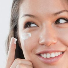 Easy Natural Anti-Aging Skin Care Tips To Slow Aging And Diminish Wrinkles Health Guru, Health Trends, Daily Beauty Routine, Beauty Routines, Beauty Care, Beauty Hacks, Beauty Tips, Beauty Products, Diy Beauty