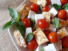 CAIETUL CU RETETE: Salata cu piept de pui si rosii cherry
