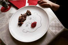 Service de Famille - six illustrated plates - a porcelain family portrait - create their haircut with food Soup Plating, Family Album, Dinner Sets, Small Plates, Service, Bon Appetit, Told You So, Porcelain, Treats