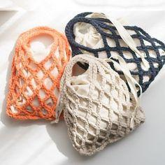 oodmorning 🙋 Günaydın 🙋 . . 💓 #pinterest ten alıntıdır. . . . . Crotchet Bags, Knitted Bags, Crochet Handbags, Crochet Purses, Crochet Fish, Knit Crochet, My Bags, Purses And Bags, Macrame Purse