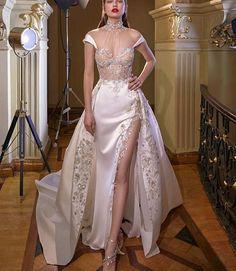 "Galia Lahav Collection ""Make a Scene"" – Wedding Outfit - Hochzeitskleid Dream Wedding Dresses, Bridal Dresses, Prom Dresses, Wedding Gowns, Lace Wedding Dress With Sleeves, Dresses With Sleeves, Couture Dresses, Fashion Dresses, Fashion Clothes"