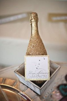 DIY glitter champagne or sparkling cider bottles. Makes the champagne look good even when its cheap. Deco Time, Glitter Champagne Bottles, Gold Champagne, Wedding Champagne, Champagne Toast, Champaign Bottle, Cheap Champagne, Do It Yourself Inspiration, Do It Yourself Wedding