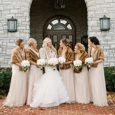 Even though we're not known for our snow in the South, I love a chilly wedding day detail as much as the next gal! This sweet bride and groom, along with wedding planner @LaurenChitwood, added so many cozy touches to their @Keeneland celebration, including vintage fur shawls and warm blankets draped over rented pews in the ceremony barn. The Keeneland crew has a genius touch for connecting their beautiful event spaces to your unique love story - go take a peek at the link in our profile for…