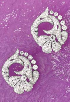 Diamond and Platinum Earings, ca. 1930 Designed as a papyrus flower decorated with old-cut diamonds, mounted in platinum, 4.8 x 4 cm. <3