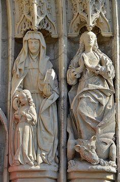 Portail : Sainte Anne et Sainte Marguerite.Eglise Saint-Pierre.Mailly-Maillet (Somme) - Picardie