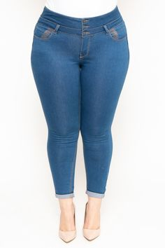 Shop plus-size skinny, ankle, boyfriend jeans at Curvy Sense. Trendy Plus Size Clothing, Plus Size Fashion For Women, Curvy Women Fashion, Plus Size Dresses, Plus Size Outfits, Plus Size Corset, Plus Size Jeans, Cute Middle School Outfits, Pernas Sexy