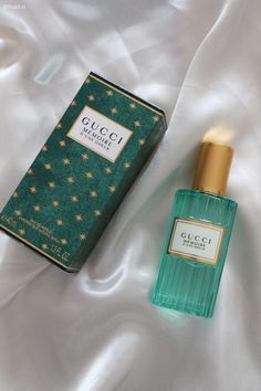 Best Perfume, Pink Perfume, Perfume Bottles, Parfum Victoria's Secret, Perfume Display, Perfume Scents, Dolce E Gabbana, Perfume Collection, Victoria Secret Fragrances