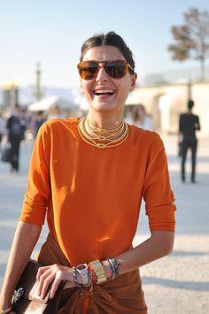 A italiana Giovanna Battaglia sempre faz a alegria dos fotógrafos nas semanas de moda . Bonita, super elegante e com total domínio para f...