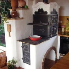 Hungarian old stove coking baking and give warm in home Hungary Alter Herd, Old Stove, Built In Ovens, Kitchen Stove, Cob House Kitchen, Stove Fireplace, Rocket Stoves, Natural Building, My Dream Home