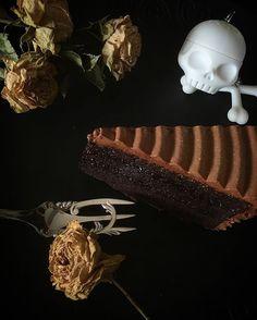Mirtique/ミスティーク  チョコレート 、  温度の変化で 食感、  口溶け、  香、  味、 全てが変化する  食べる場所 いや、 もしかしたら、、 一緒に食べる人によって 味わいが 変わるかも知れません、、。 ひと口毎 の味の変化を是非お楽しみ下さい  まさに、ミスティーク/神秘、、 inspired by Marbel Mistique  #broadhurst #brits #英国菓子#msmarvel #england #联合王国 #영국 #xman #sweets  #套房 #후식 #mistique #chocolate #巧克力  #초콜릿