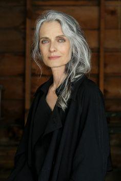 Marian Moneymaker in 2019 Long Hair Older Women, Grey Hair Inspiration, Older Beauty, Long Gray Hair, Grey Hair Over 50, Short Hair, Photographie Portrait Inspiration, Beautiful Old Woman, Ageless Beauty