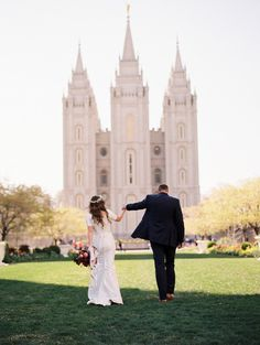 slc temple wedding photos by Brooke Schultz http://brookeschultzphotography.com