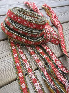 Knitting and crochet expeditions (and some band weaving trips too) Inkle Weaving, Inkle Loom, Card Weaving, Tablet Weaving, Scandinavian Christmas, Swedish Christmas, Viking Dress, Textiles, Weaving Projects