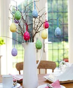Make an Easter egg tree - Decorate your Easter table with eggs you can use again and again