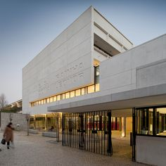 Completed in 2011 in Lisboa, Portugal. Images by Fernando Guerra | FG+SG. The Rainha Dona Leonor High School is located in the Alvalade neighbourhood, in between Lisbon`s main artery and 1º de Maio sport stadium. The...