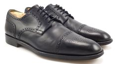 Santoni Men's Kemp Cap toe Oxford 9.5 US. Excellent pre-owned condition. Perfect for dress or formal attire!