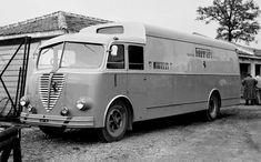 Alfa Romeo-made Ferrari works team transporter. Ferrari F1, Supercars, Course Automobile, Car Carrier, Alfa Romeo Cars, Lamborghini Gallardo, Old Trucks, Pickup Trucks, Vintage Racing