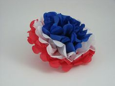 France is a country known for its long tradition of paper crafts, including découpage , collage and papier-mâché . The French also have a deep love of flowers, especially in the region of Provence! Your students can make these beautiful blossoms in the colors of the French flag on the first day of French class; to give as gifts to friends; parents and teachers, and for any fête ! A quick, easy, no-mess kit that makes 90 tri-color flowers. Printed instructions included.