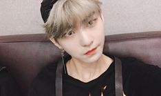 He snatched my uwus![Hwall of the boyz] Have A Beautiful Day, Beautiful Moments, Bae, Kim Young, Prince Eric, Star Awards, Have A Good Night, Kpop, Pop Singers