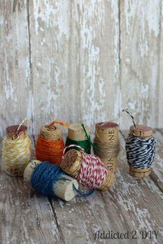 Haz carretes para hilo o cuerda. | 36 Cosas creativas para hacer con corchos