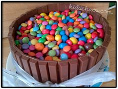 this is so easy and fun to make with your kids, birthday or no birthdsy! #Fairtrade Kitkat and Smarties Cake
