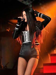 December Selena performing at Wild 2015 Jingle Ball in Oakland, CA Selena Gomez Fashion, Selena Gomez Outfits, Selena Gomez Tour, Selena Gomez Pictures, Selena Gomez Style, Selena Gomez Wallpaper, Look At Her Now, Hot Cheerleaders, Fashion Tights