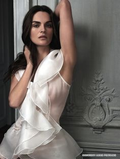 anne fontaine white blouses | Anne Fontaine's white shirts are designed based on the concepts of ...
