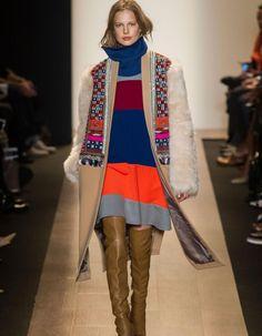 La Fashion Week de New York a ses rituels. Il y en a un, celui de commencer avec le défilé BCBG Max Azria. http://www.elle.fr/Mode/Les-defiles-de-mode/Pret-a-porter-Automne-Hiver-2015-2016/Femme/New-York/BCBG-Max-Azria/L-hiver-ethnique-chic-de-BCBG-Max-Azria-2889736