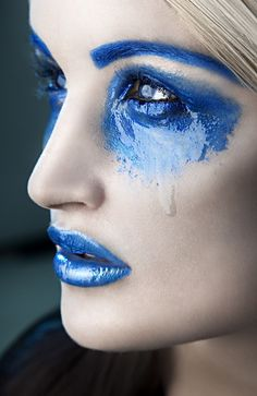 Fantasy Beauty by Rebeca Saray Gude - blauwe make up Love Blue, New Blue, Makeup Photography, Fashion Photography, Portrait Photography, Beauty Makeup, Eye Makeup, Body Makeup, Best Makeup Products