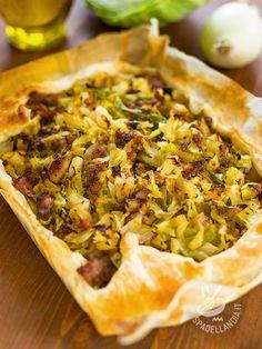 La Torta salata con salsiccia e porri è adatta a tutte le occasioni. Bella consistente e saporita, per ghiottoni che amano la cucina rustica e golosa!
