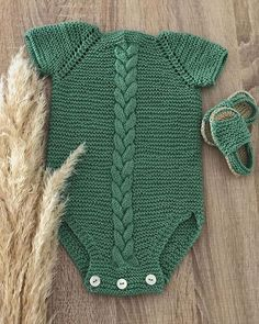 Baby Sweater Knitting Pattern, Baby Knitting, Crochet Baby Clothes, Cross Stitch Rose, Baby Sweaters, Crochet Yarn, Womens Fashion, Instagram, Handmade