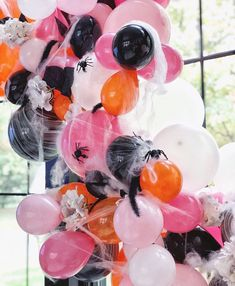 Chloe's Halloween Bash and Spooky Party Decor La Petite Fete Decor Style Home Decor Style Decor Tips Maintenance Spooky Halloween, Halloween Balloons, Pink Halloween, Happy Halloween, Halloween Birthday, Halloween Party Decor, Holidays Halloween, Halloween Themes, Halloween Crafts