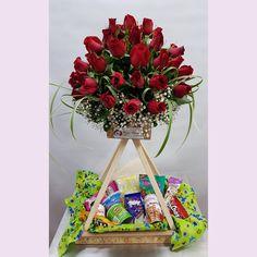 Flower Plates, Flower Arrangements, Wraps, Gift Wrapping, Gifts, Ideas, Easy Flower Arrangements, Flower Arrangements Simple, Creative Flower Arrangements
