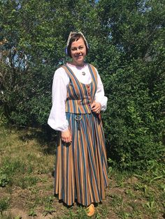 Kainuun puku. Folk Costume, Costumes, Folk Clothing, Black And White Pictures, Traditional Outfits, Finland, Folk Art, Cold Shoulder Dress, Embroidery
