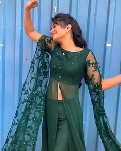 Party Wear Indian Dresses, Indian Gowns Dresses, Dress Indian Style, Indian Wedding Outfits, Indian Outfits, Party Dresses, Designer Party Wear Dresses, Kurti Designs Party Wear, Indian Designer Outfits