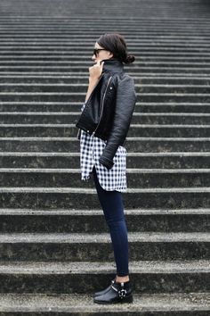 rock and glam outfit - black leather jacket & gingham (street style) Fashion Mode, Look Fashion, Daily Fashion, Womens Fashion, Net Fashion, Fashion Weeks, High Fashion, Luxury Fashion, Fashion Trends