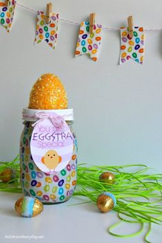 Make an Eggstra Special Easter Mason Jar They will Love :: Fun Easter Gift or Favor PLUS choose from 6 Eggstraordinary Printables
