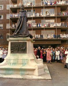 Queen Elizabeth II visits the Royal London Hospital, Whitechapel Vintage Nurse, Old Buildings, Nursing Students, Elizabeth Ii, Nurses, London, Hospitals, History, 1980s