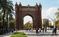 I traveld to Barcelona in September and today I want to share my impressions of this trip with you. Barcelona is so beautiful and it's never boring. Best Places To Live, Places To Visit, Barcelona, Property For Rent, Mediterranean Sea, Brunettes, Brooklyn Bridge, The Good Place, Wanderlust