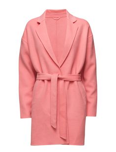 DAY - 2ND Bond Two welt pockets Drop shoulder seams Notched lapel Self-tie waist The garment is made from a luxurious wool blend. Wool creates a breathable and insulating fabric that will keep you warm all winter long. Pink Coat Jacket